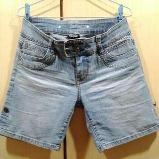 刷白牛仔短褲