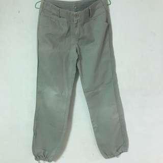 灰色縮口褲