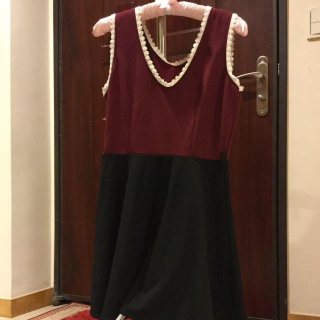 蕾絲領洋裝