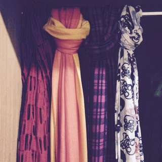 蛇妖仙女的皮製成的圍巾