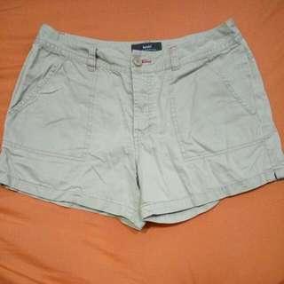 bossini 堡獅龍 卡其短褲