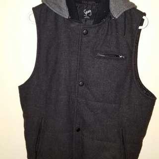 sold (pending)stray roger david vest