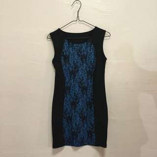 Bodycon dress with lacy details