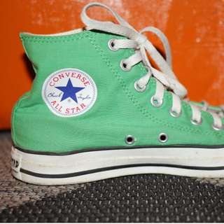 Converse Green High-Tops, Unisex Size 7.