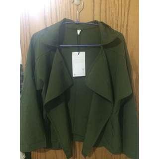 (待匯款)大翻領造型外套/短版 (軍綠色)