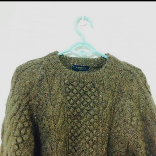 綠色厚毛衣