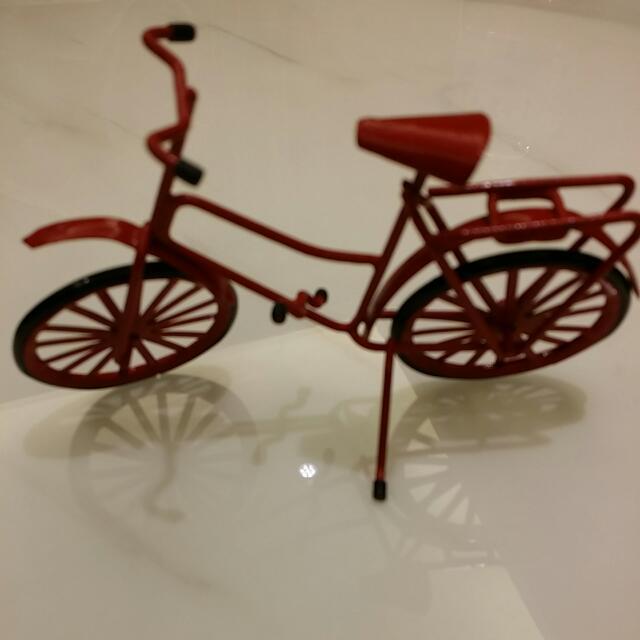 模型紅色腳踏車