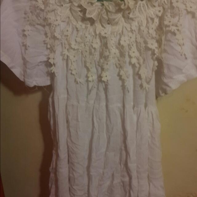 白色碎花小洋裝