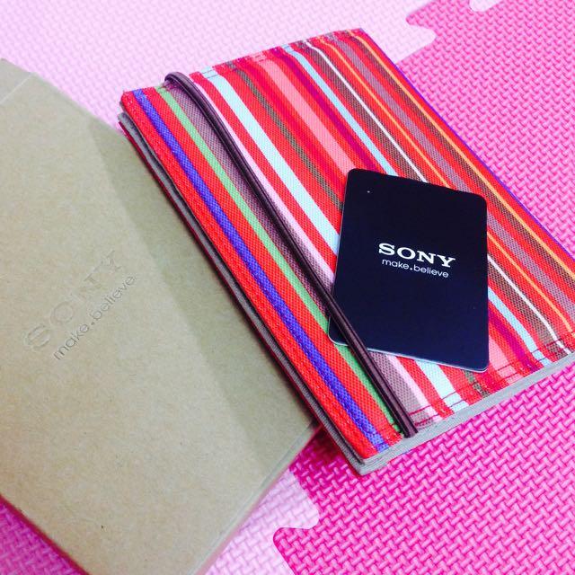 《 sony 繽紛護照套 》