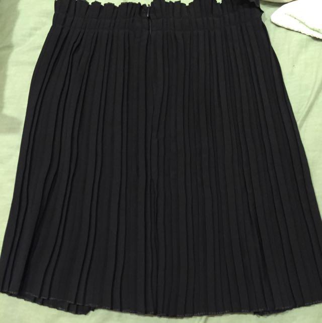全新轉賣aaourbuy A.A. 細摺短裙s號 黑白兩色
