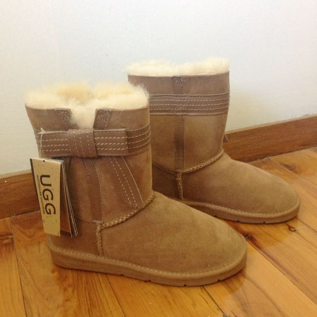 BNWT Light Brown Uggs