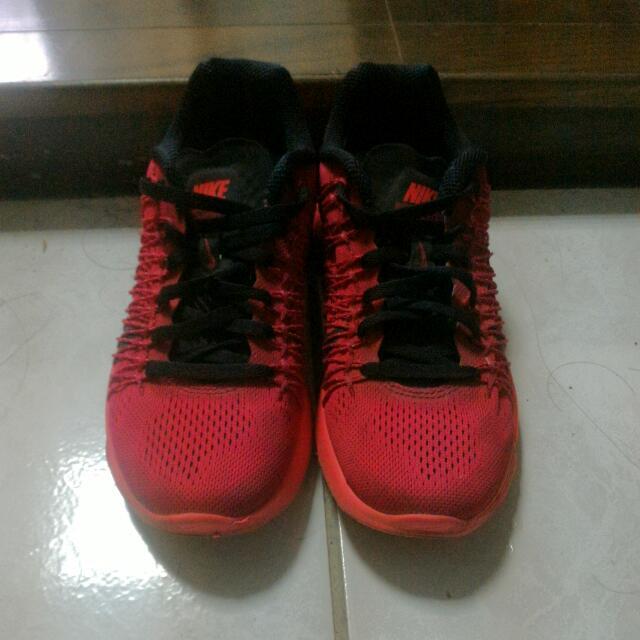 紅色Nike Lunaracer3 慢跑鞋(保留)