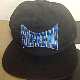 Supreme 最新款後扣式logo Snapback