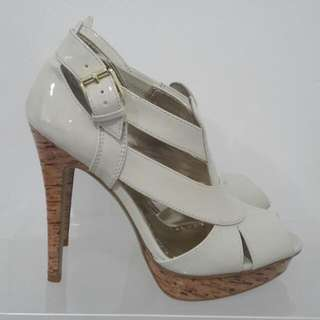 NEW Betts off White Cream Patent Leather Cork Heels Size 40 (size 9)