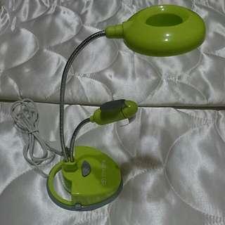 蘋果綠可彎曲造型LED檯燈+電風扇,可用USB或電池,免運