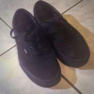 vans authentic全黑帆布鞋