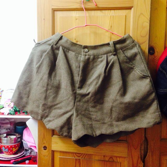 森林系毛呢荷葉邊短褲