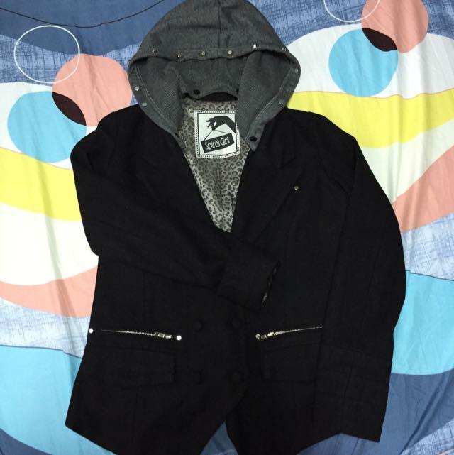 黑色類毛料外套