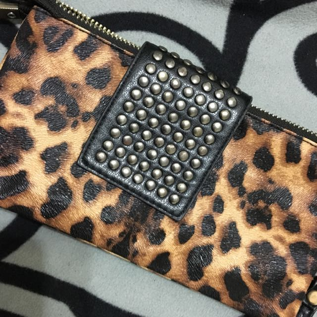 豹紋小包(可放得下手機護照....等)