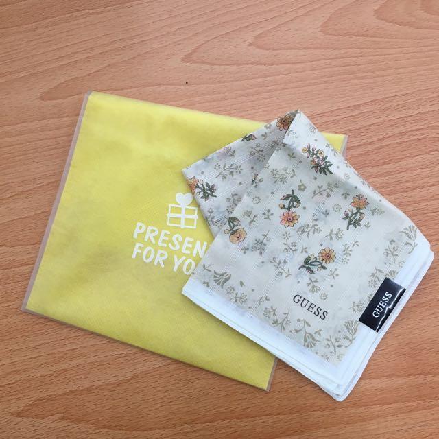 Guess。小花。手帕。全新
