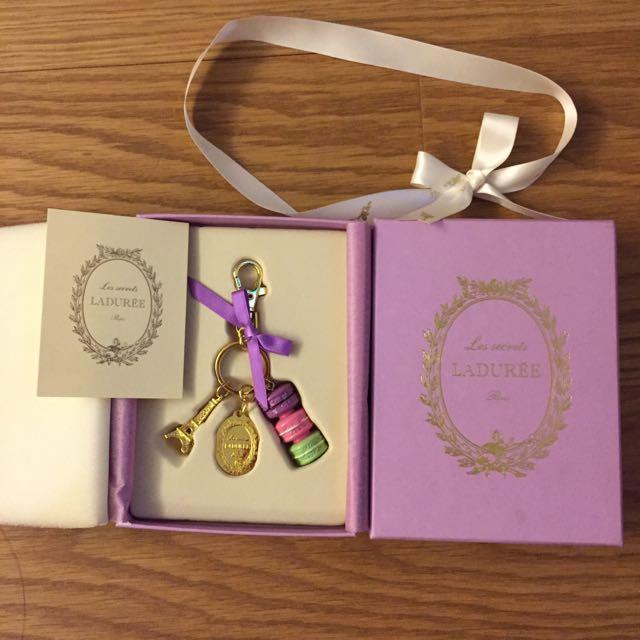 Laduree紫色巴黎鐵塔馬卡龍鑰匙圈