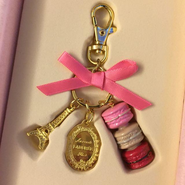 Laduree粉紅色巴黎鐵塔馬卡龍鑰匙圈