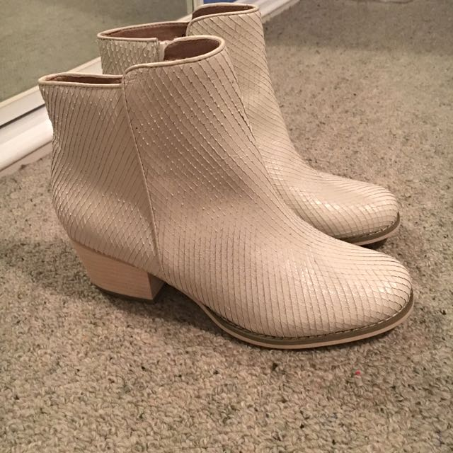 NEW WITTNER White Leather Boots AU7