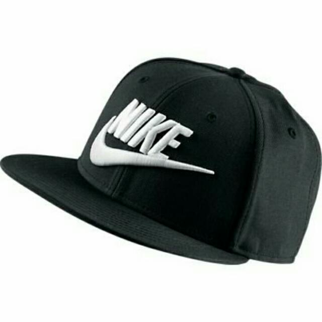 Nike Nsw Limitless True 黑 白勾 新款 限量 字體 勾勾 男女 特殊 黑白 穿搭 百搭 棒球帽 584169-010。