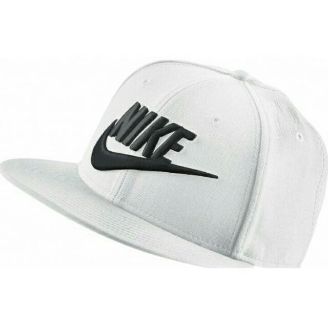 Nike Nsw Limitless True 白 黑勾 新款 限量 字體 勾勾 男女 特殊 白黑 穿搭 百搭 棒球帽 584169-100。