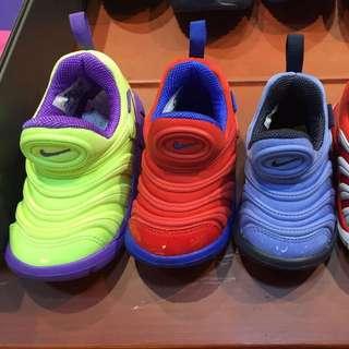 4/11 預購Nike毛毛蟲輕鬆穿