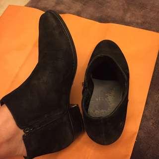 歐洲買回基本款麂皮短靴