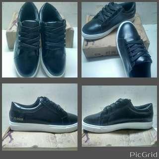純黑 黑色 休閒pu鞋