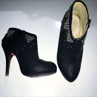Size 7 Black Studded Ankle Boots