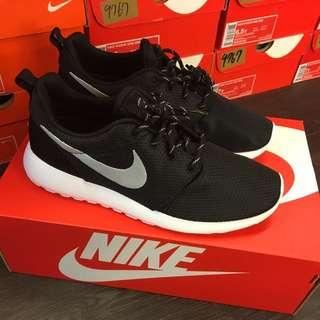 Nike Roshe One 銀勾 點點鞋帶保證正品 台中ㄧ中可面交