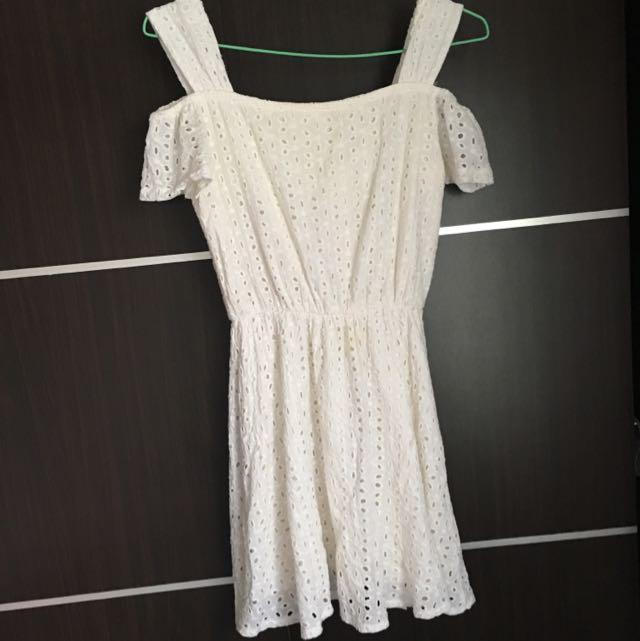 贈送白色燒花洋裝