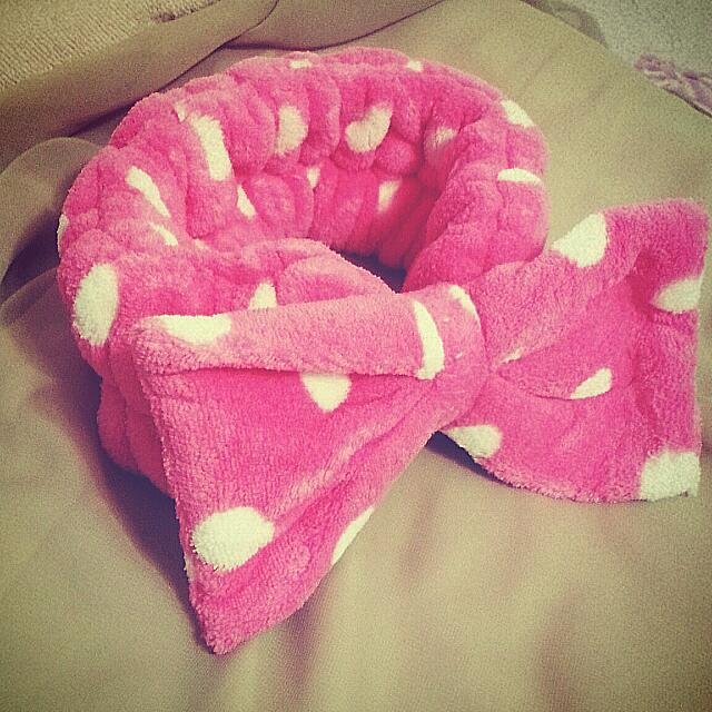 馬卡龍粉紅點點髮帶 👯 大蝴蝶結厚實款 🎀 柔軟珊瑚絨 髮圈 浴帽