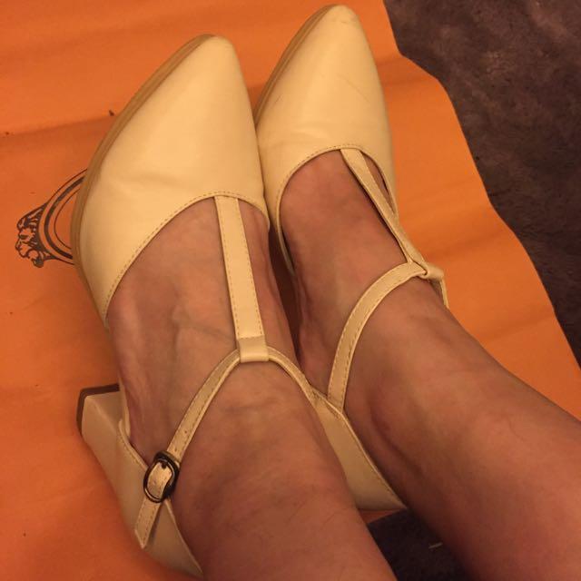 Ann's瑪莉珍米白低跟鞋