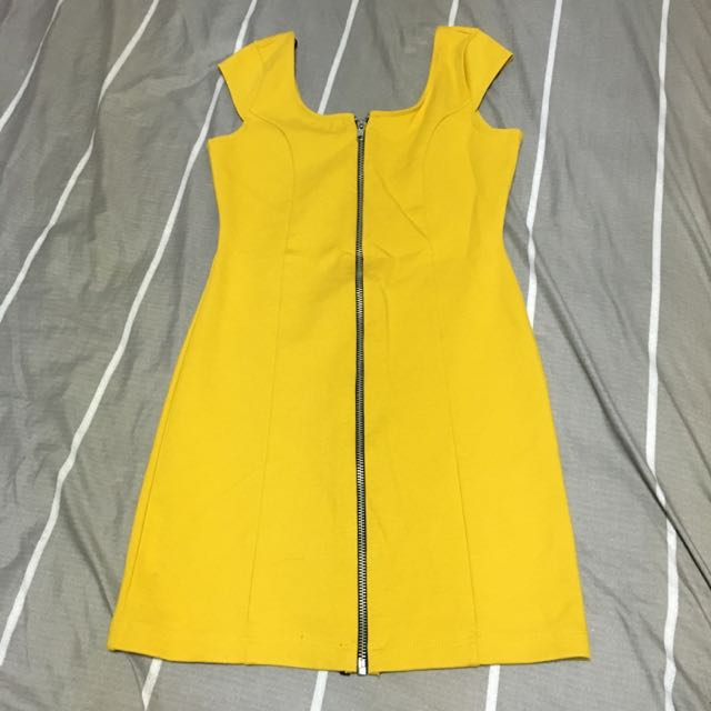H&M 黃色前拉鍊連身裙
