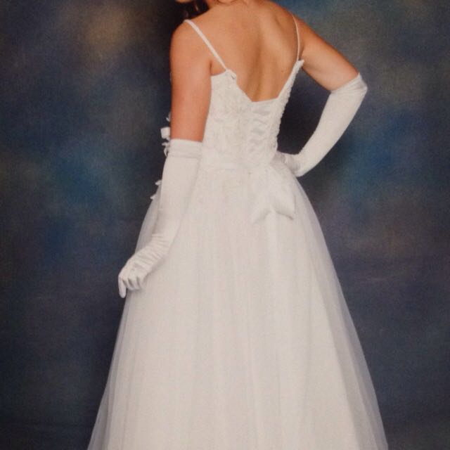 NEED GONE: DEB/WEDDING GOWN