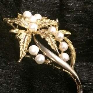 全新珍珠華美花朵銅合金胸針