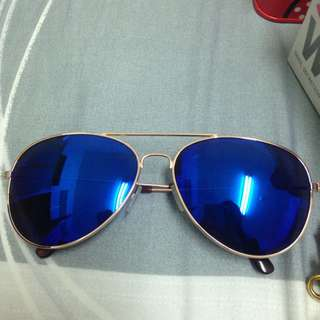 贈送藍色鏡面太陽眼鏡