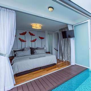 Fully Furnished Double Storey Pool View Penthouse Unit For Rent