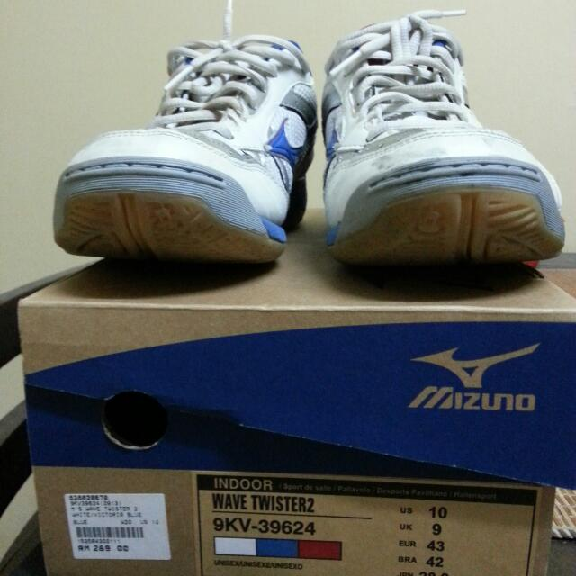 172f2202 Mizuno Wave Twister 2 Indoor Shoes, Sports on Carousell