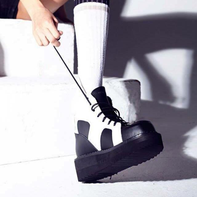 轉賣separate areas方頭高筒大鋸齒底厚底球鞋(黑白)
