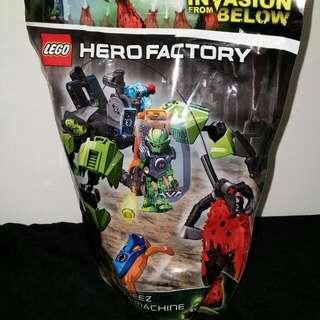 【LEGO 樂高積木】Hero Factory 英雄工廠系列 - 旋風 BREEZ 的跳蚤機 LT- 44027