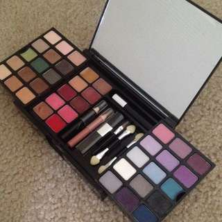 Victoria's Secret 'ultimate Makeup Kit'