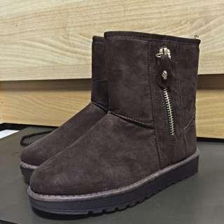 咖啡色雪靴