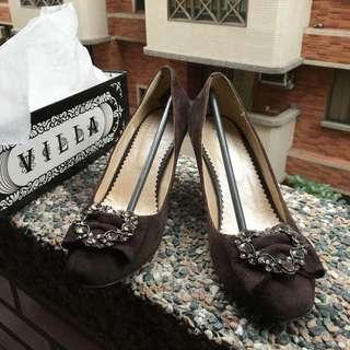 ⚜二手鞋款🔱咖啡色 絨布面料微高跟鞋款