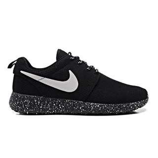 🐰PENDING🐰 BNIB Nike Roshe ( Galaxy Base )