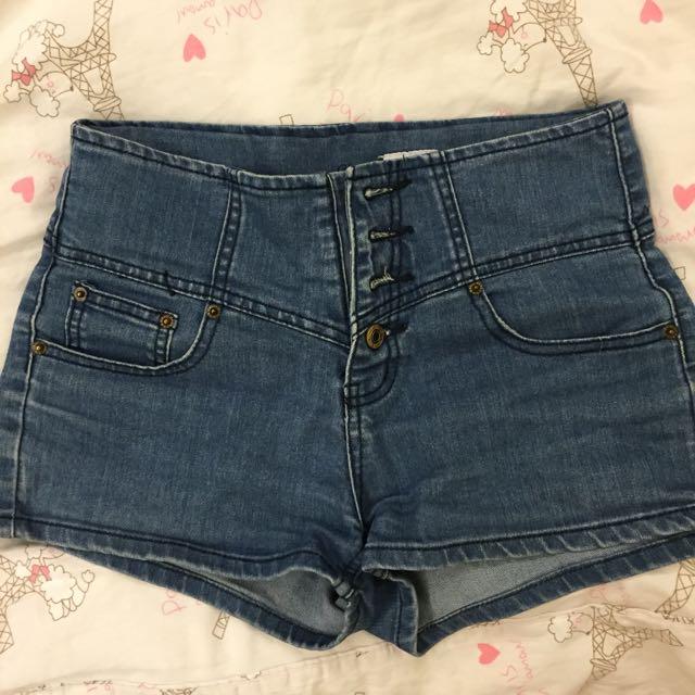 四扣高腰牛仔短褲